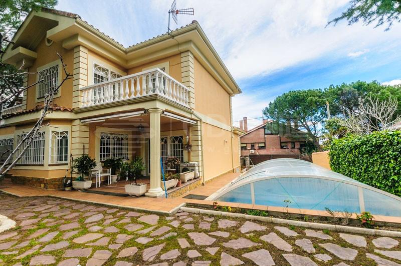 马德里古典375平米独栋别墅配恒温泳池